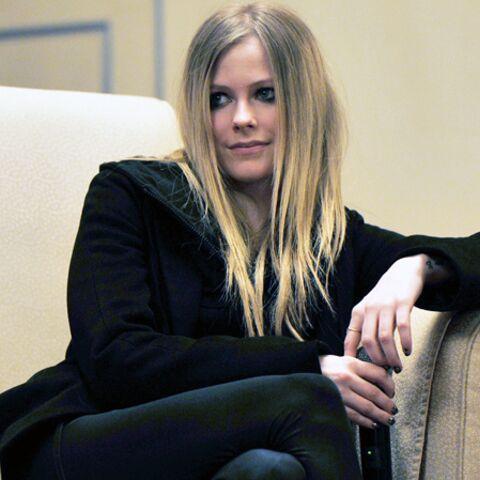 Avril Lavigne, la bague au doigt