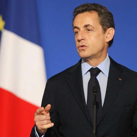 Nicolas Sarkozy décore Sophie Poux