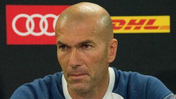 PHOTO – Materazzi se moque (encore) du célèbre coup de boule de Zinédine Zidane