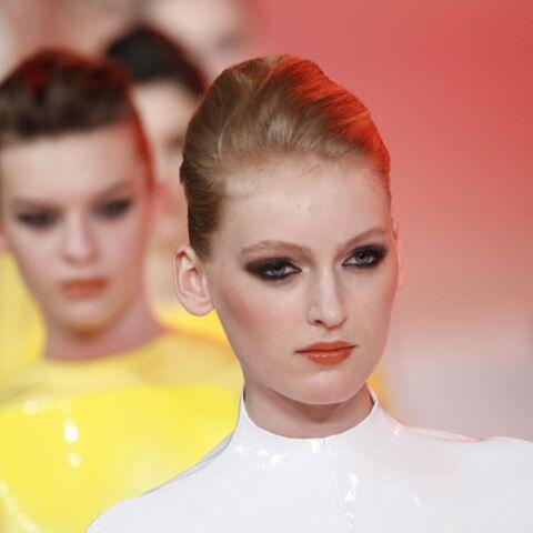 Beauté haute couture – Nuée de fards noirs chez Stéphane Rolland