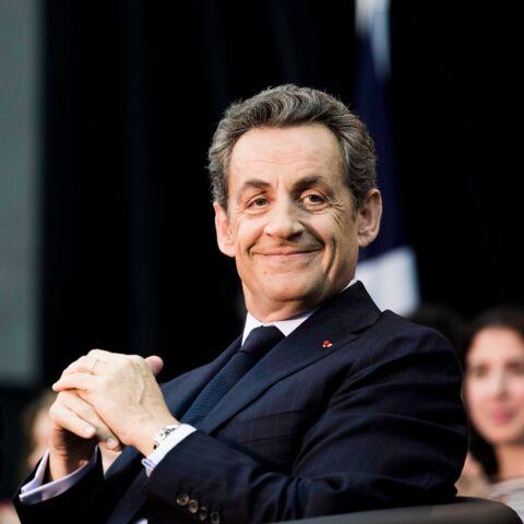 PHOTO – Pour ses voyages en avion, Nicolas Sarkozy préfère désormais… la classe éco!