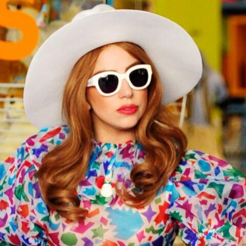 Lady Gaga ose le string à fleurs