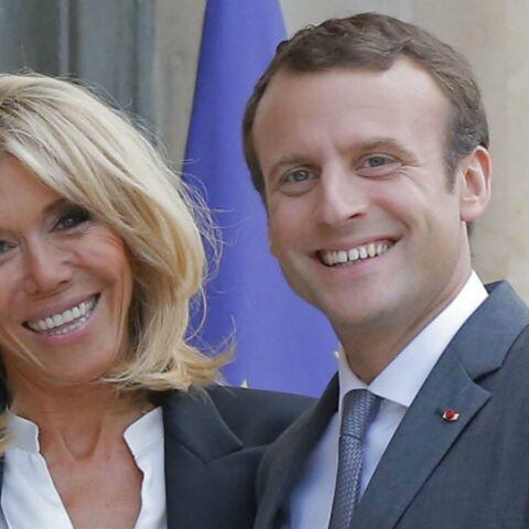 PHOTOS – Brigitte Macron son indispensable mode: le blazer à boutons dorés