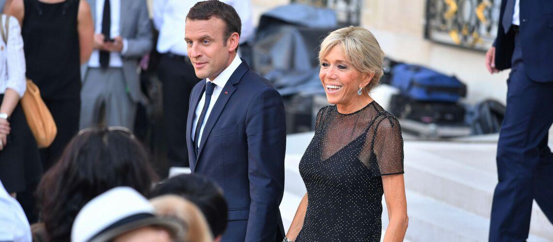 PHOTOS – Brigitte Macron: très tendance, elle épate en petite robe noire semi-transparente