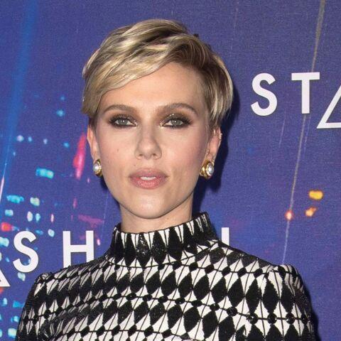 PHOTOS – Scarlett Johansson marque des points avec sa coupe garçonne à Paris