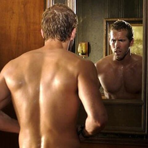 Ryan Reynolds se déshabille en plein vol