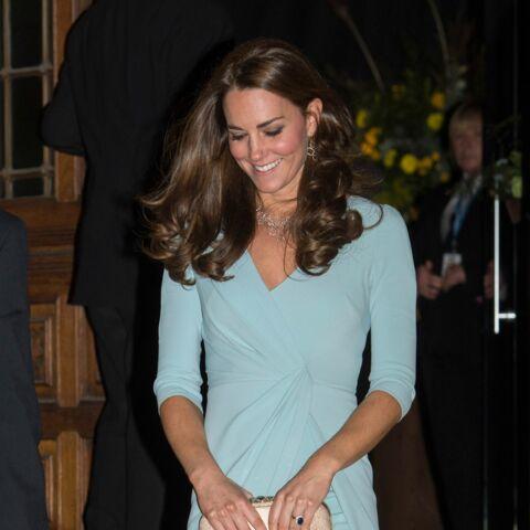 Princesse Kate sublime en robe fendue