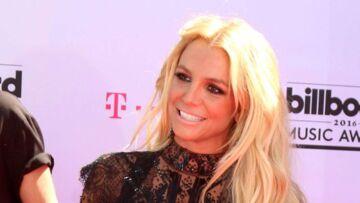 Britney Spears sacrifie une robe pour la bonne cause
