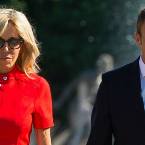 PHOTOS – Brigitte Macron amoureuse de sa robe rouge courte Louis Vuitton