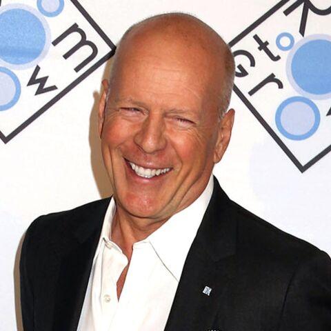 PHOTO – Bruce Willis avec une perruque de Donald Trump: c'est le sosie de Renaud!