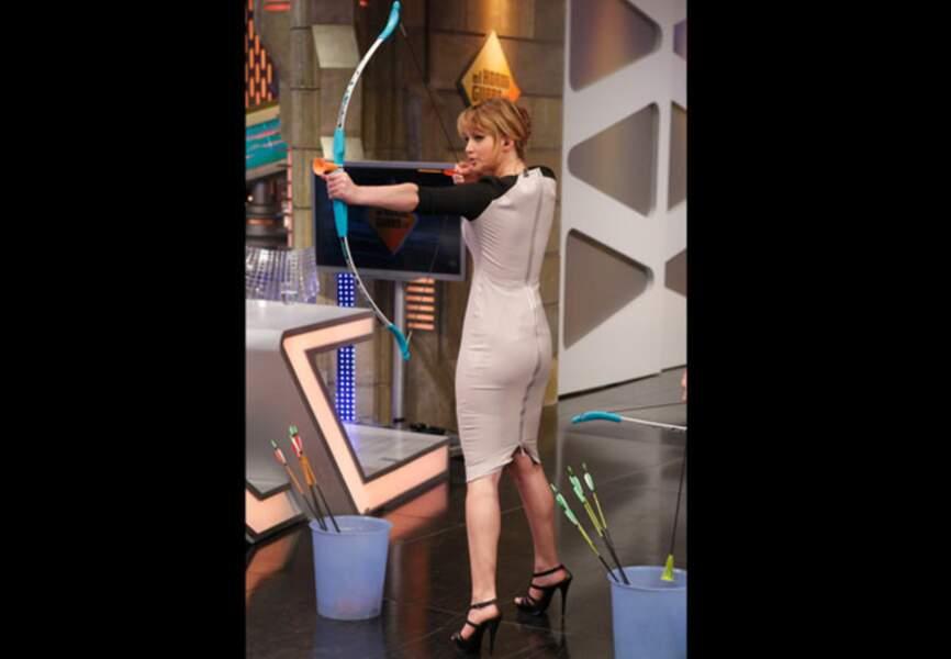 Jennifer Lawrence s'essaye au tir à l'arc