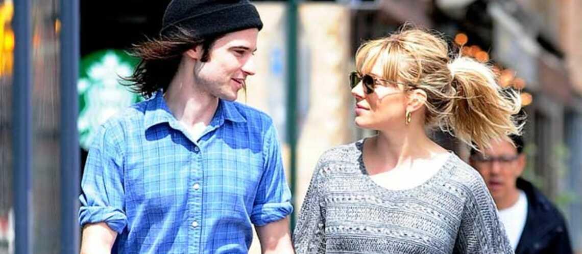 Sienna Miller et Tom Sturridge, un couple Burberry?