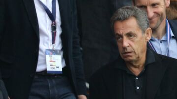 PHOTOS – Nicolas Sarkozy… rangé de la politique il profite du match du PSG avec ses fils