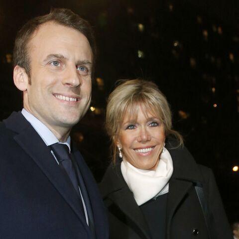 PHOTOS – Brigitte Trogneux, très chic en slim en cuir, au bras de son époux Emmanuel Macron