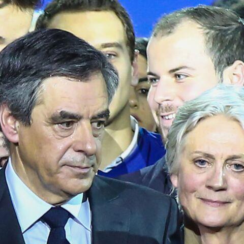 PHOTOS –Quand un électeur donne un billet de 50 euros pour Penelope Fillon