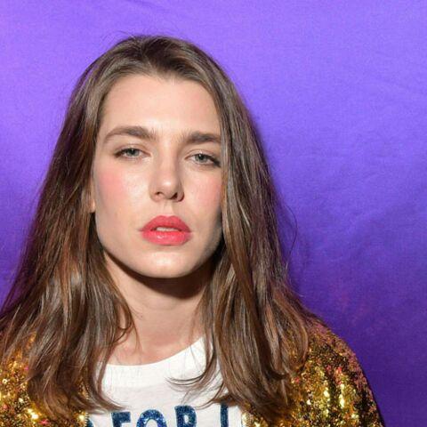 PHOTOS – Charlotte Casiraghi, ultra lumineuse et la bouche rouge, au défilé Gucci
