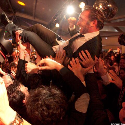 Jean Dujardin met le feu avec l'équipe du Grand Soir