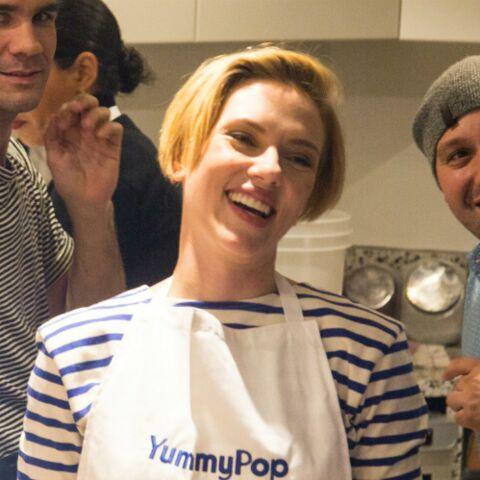 PHOTOS – Scarlett Johansson et son mari sont bien venus dans leur boutique parisienne de popcorn