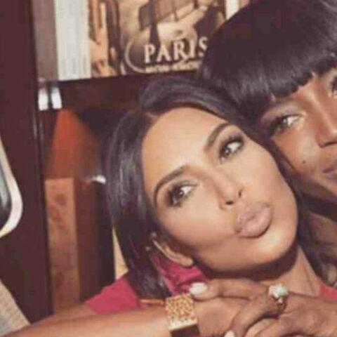 PHOTO – Naomi Campbell et Kim Kardashian: un baiser très coquin pour les 37 ans de la star de télé-réalité