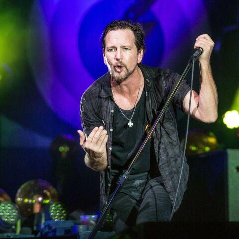 Vidéo – Eddie Vedder (Pearl Jam) expulse un homme violent en plein concert