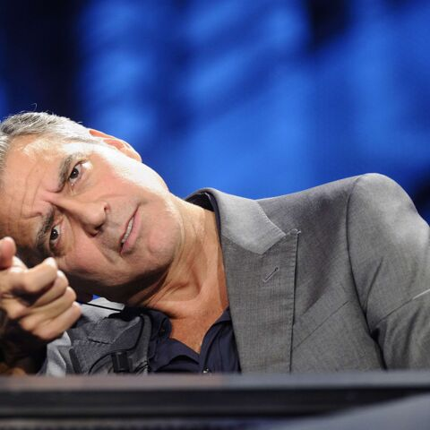 George Clooney voit rouge