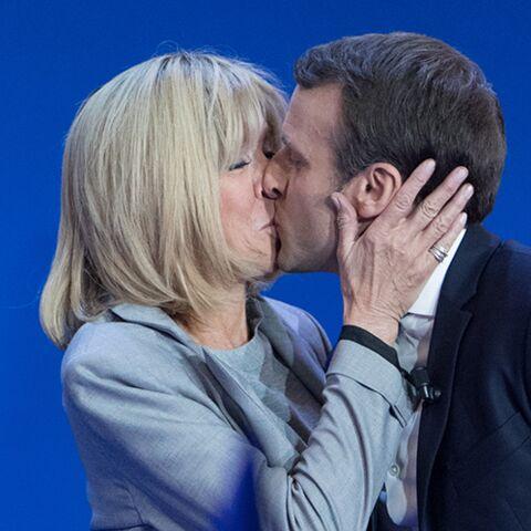 PHOTOS – Brigitte et Emmanuel Macron: un tendre baiser pour fêter les résultats du 1er tour