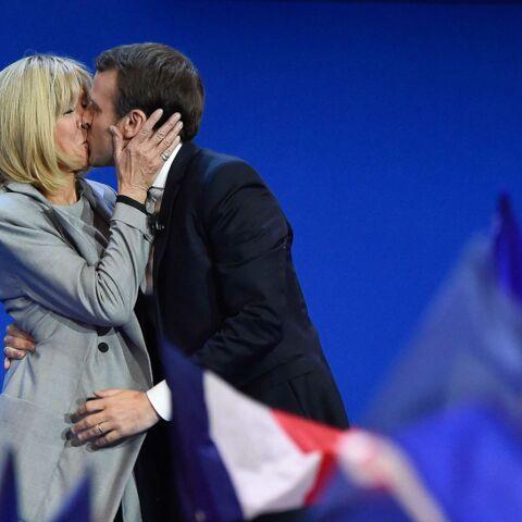 PHOTOS – Brigitte Macron, très rock en slim et bottes en cuir pour fêter la qualification de son mari