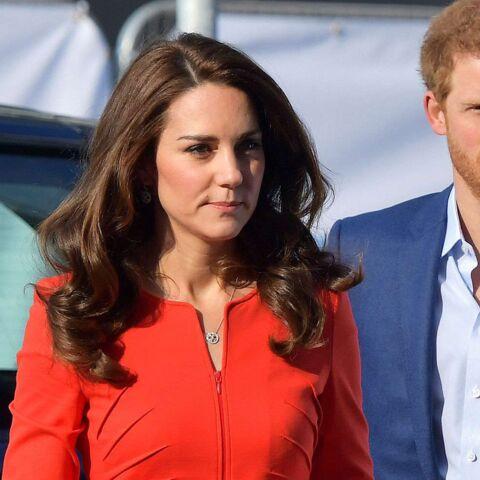 PHOTOS – Kate Middleton, fatale, ose une nouvelle fois le total look rouge
