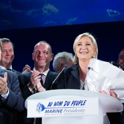 PHOTO – Pour Marine Le Pen, l'élection se fait en famille: sa soeur, sa mère, son compagnon ils étaient tous là