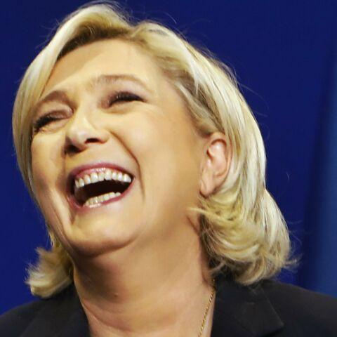 PHOTOS – Marine Le Pen que signifie le pendentif qu'elle porte au débat?