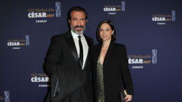 PHOTOS – Jean Dujardin et Nathalie Péchalat, très amoureux et glamour, sur le tapis rouge des César
