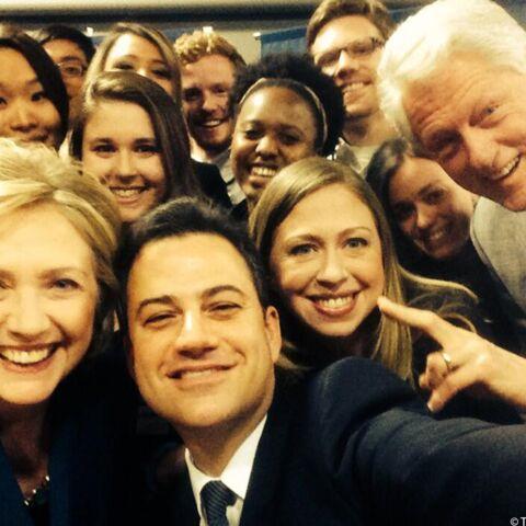 Hillary Clinton et Bill Clinton en selfie avec Jimmy Kimmel