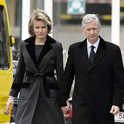 Photos – Le roi Philippe et la reine Mathilde de Belgique au chevet des victimes