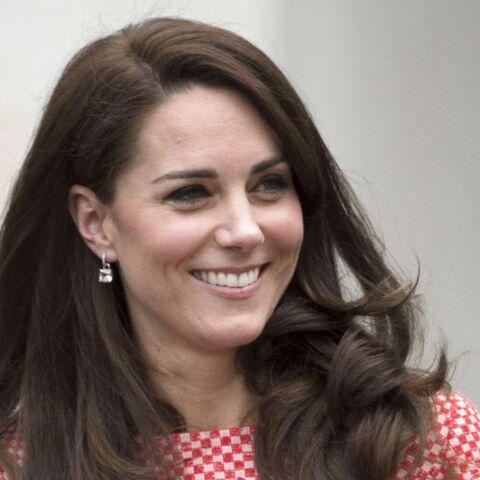 PHOTOS – Kate Middleton s'habille à la Jackie Kennedy dans un tailleur rose
