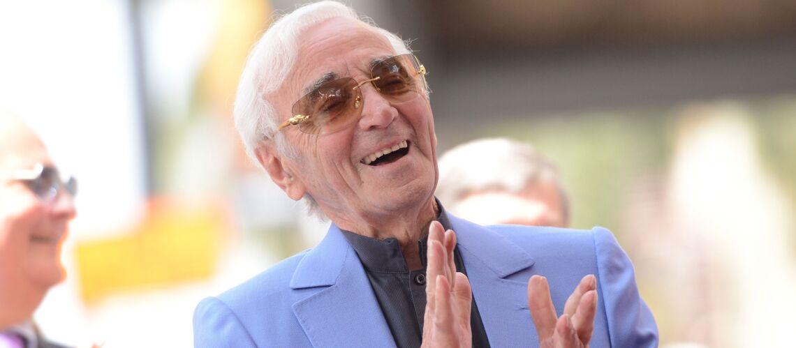 PHOTOS – Entouré de sa famille, Charles Aznavour reçoit son étoile sur Hollywood Boulevard à 93 ans