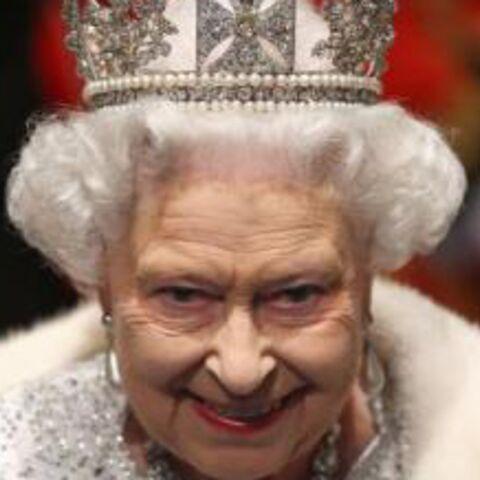Toujours souffrante, la reine Elizabeth II renonce pour la première fois à assister à la messe de Noël