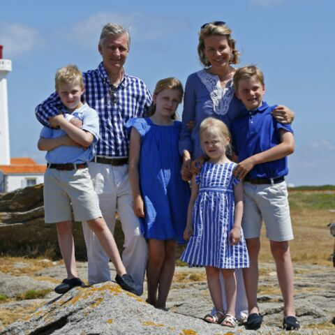 Photos – Le roi Philippe et la reine Mathilde de Belgique en vacances sur l'île d'Yeu