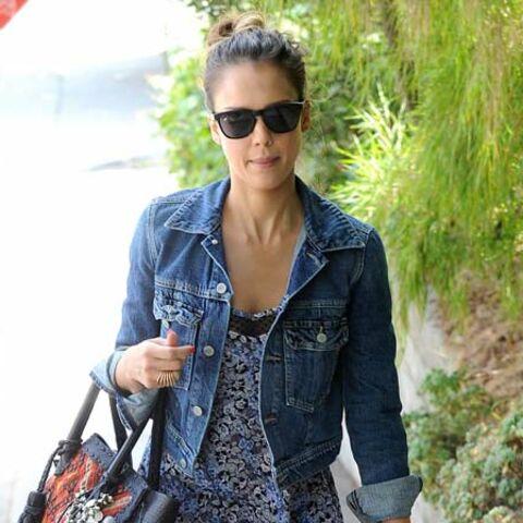 Photos – Jessica Alba, Jennifer Lawrence: beautés bottées