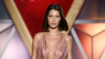 VIDEO –Bella Hadid: sexy à l'amfAR, elle porte haut la trace de maillot