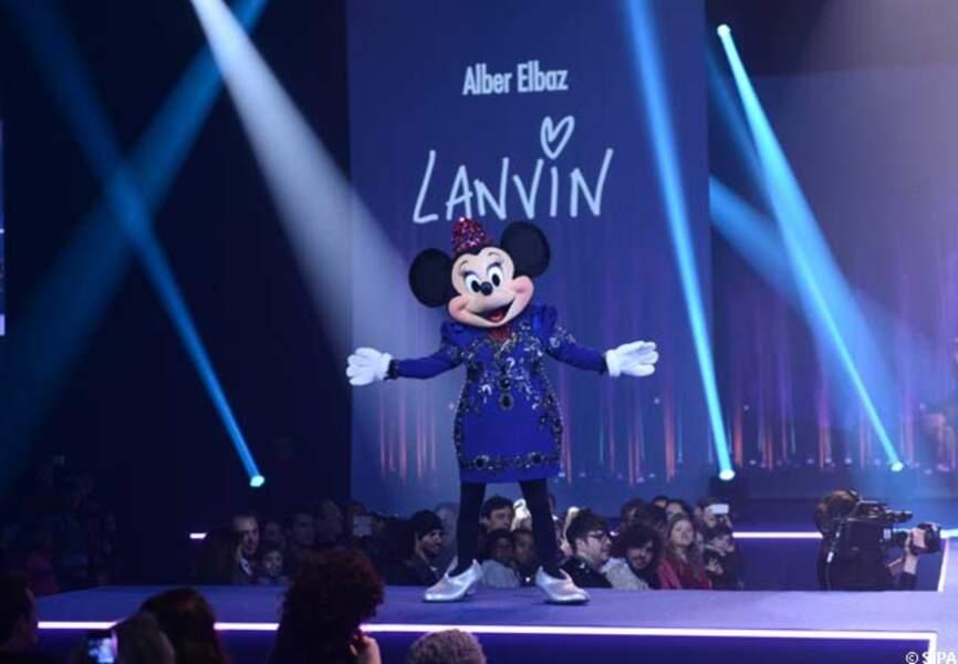 La star du show dans sa création signée Alber Elbaz