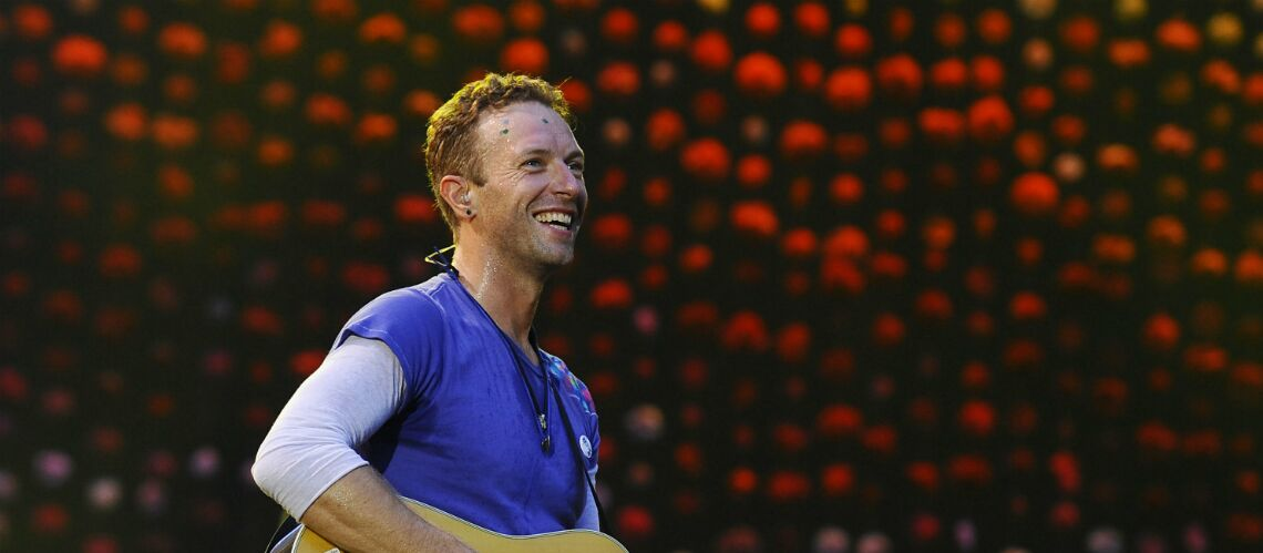 VIDEO – Chris Martin: Le leader de Coldplay fait chanter ses enfants en plein concert