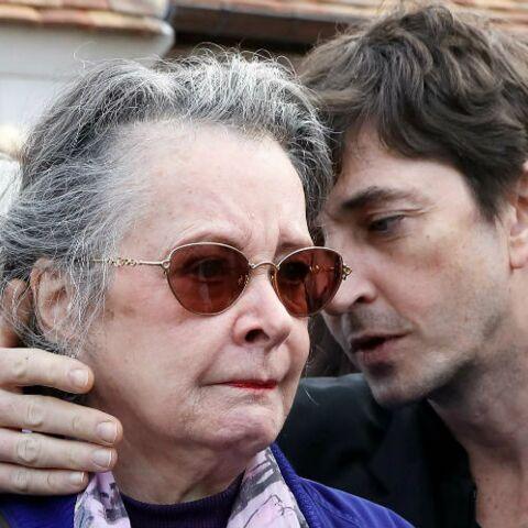 PHOTOS – Obsèques de Danielle Darrieux, Dominique Lavanant effondrée au côté du mari de la comédienne Jacques Jenvrin