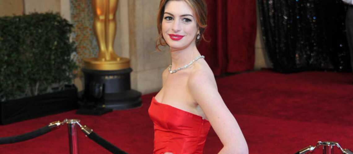 Anne Hathaway, une mariée en Valentino
