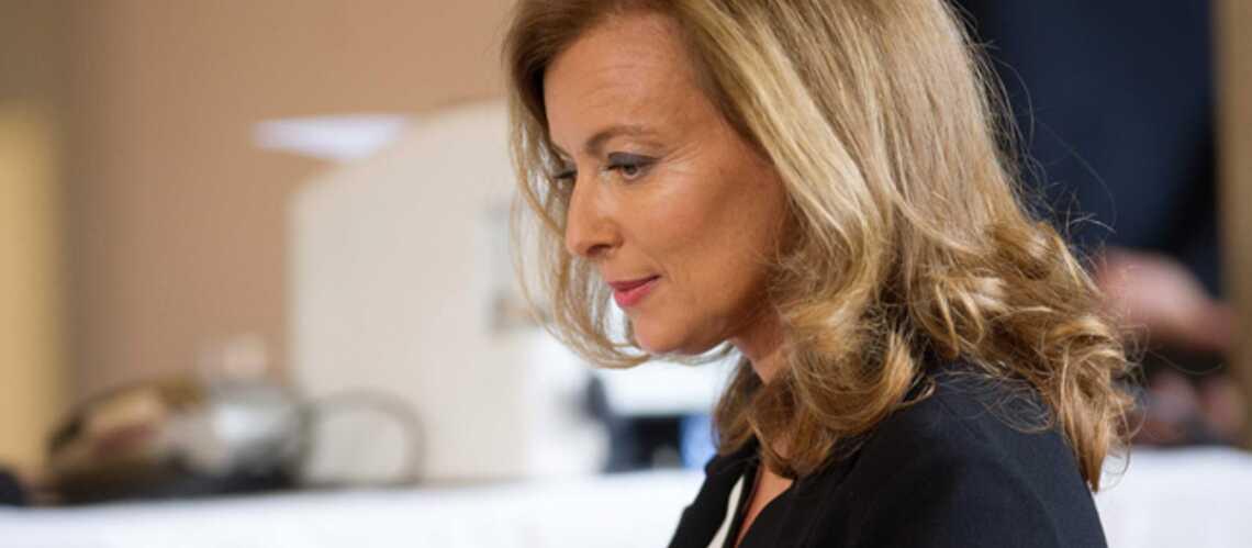 Valérie Trierweiler brusque un caméraman: son chef de cabinet répond