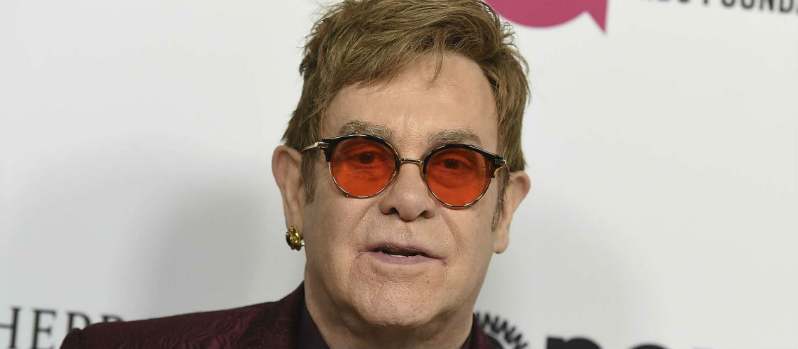 Après son hospitalisation pour une grave infection, Elton John donne de ses nouvelles