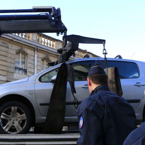 Un directeur de théâtre fonce en voiture sur l'Elysée