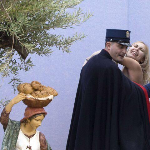Une Femen dans la crèche de Noël du Vatican