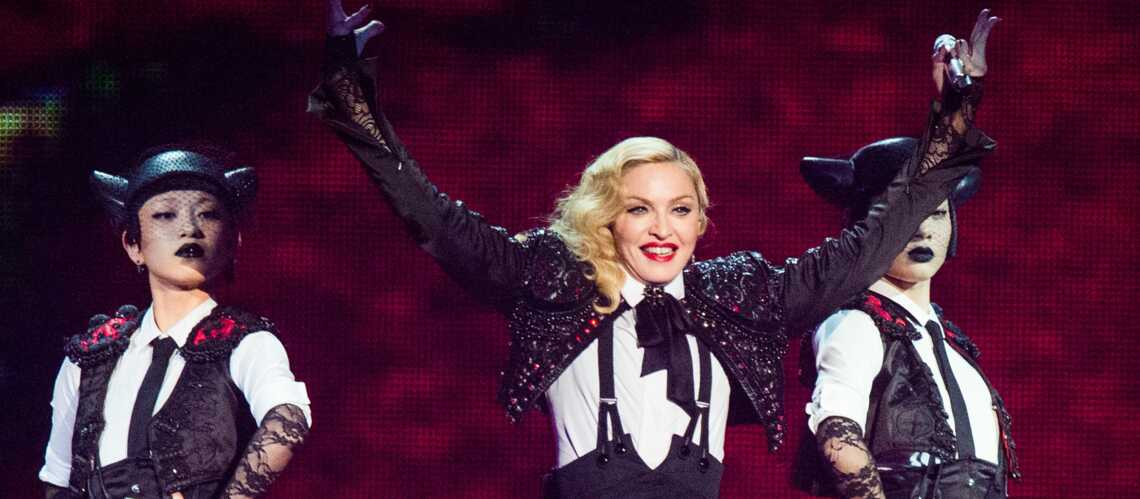 Vidéo – Madonna ne tient plus sur ses jambes