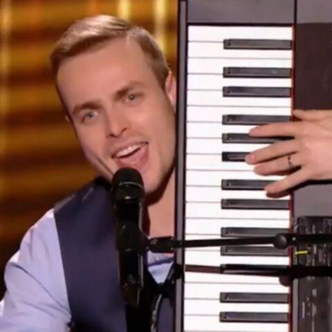 VIDEO – The Voice: Pourquoi Ry'm joue-t-il du piano à la verticale?