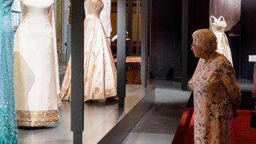 Elizabeth II inaugure son exposition mode